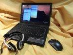laptop i słuchawki